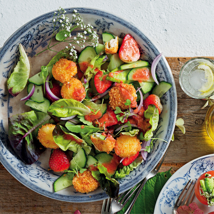 Strawberry salad with goat's cheese croutons