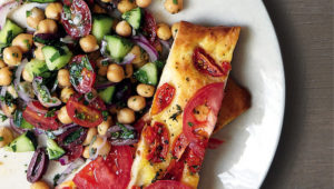 Chickpea salad with double tomato flatbread