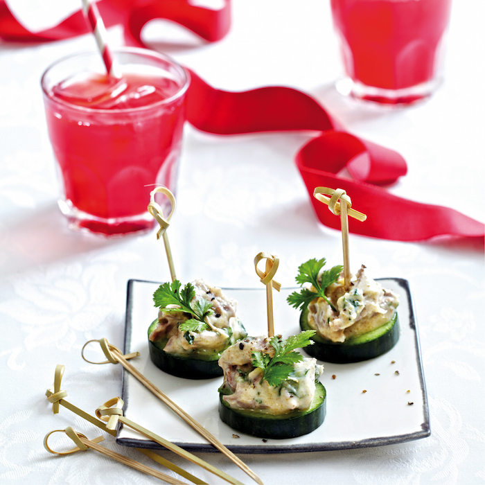 Yoghurt, coriander and mint lamb cucumber discs with iced tea on mykitchen.co.za