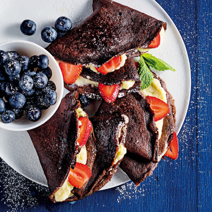 Chocolate crepes with mascarpone