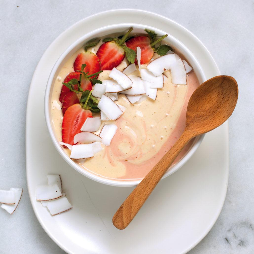 Strawberry fro-yo bowls