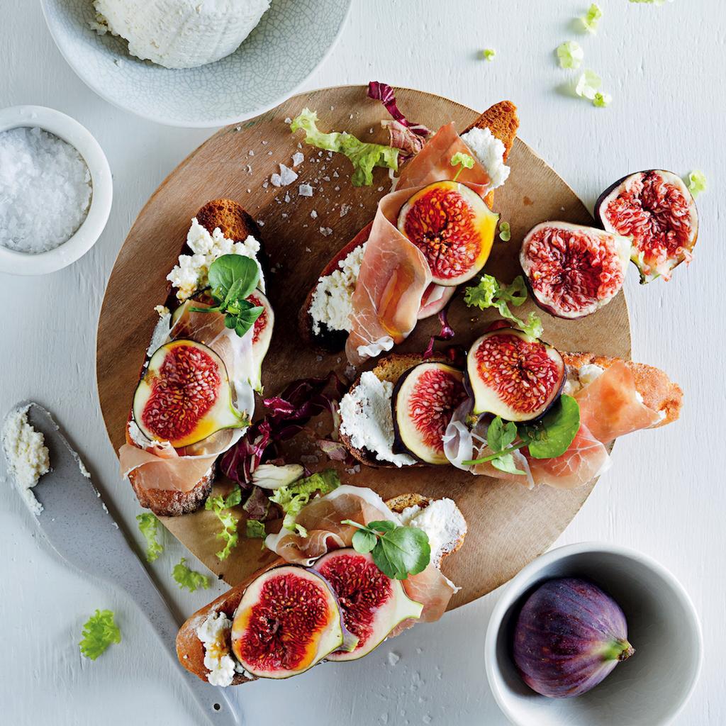 Ricotta, fig and prociutto crostini