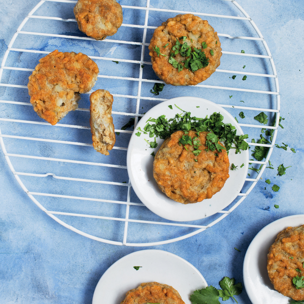 Cardamom puffed rice fritters