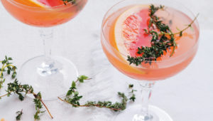 Grapefruit and gin martinis