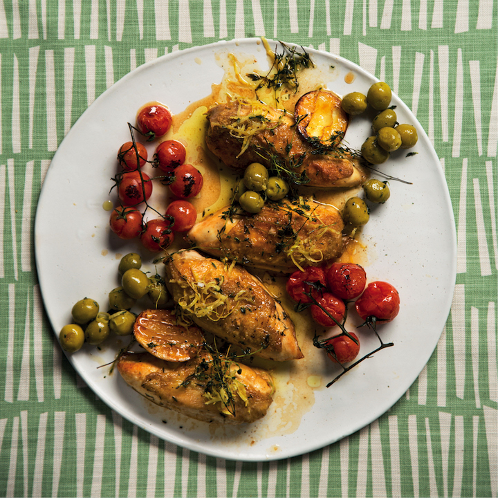 Baked chicken with olives and tomatos