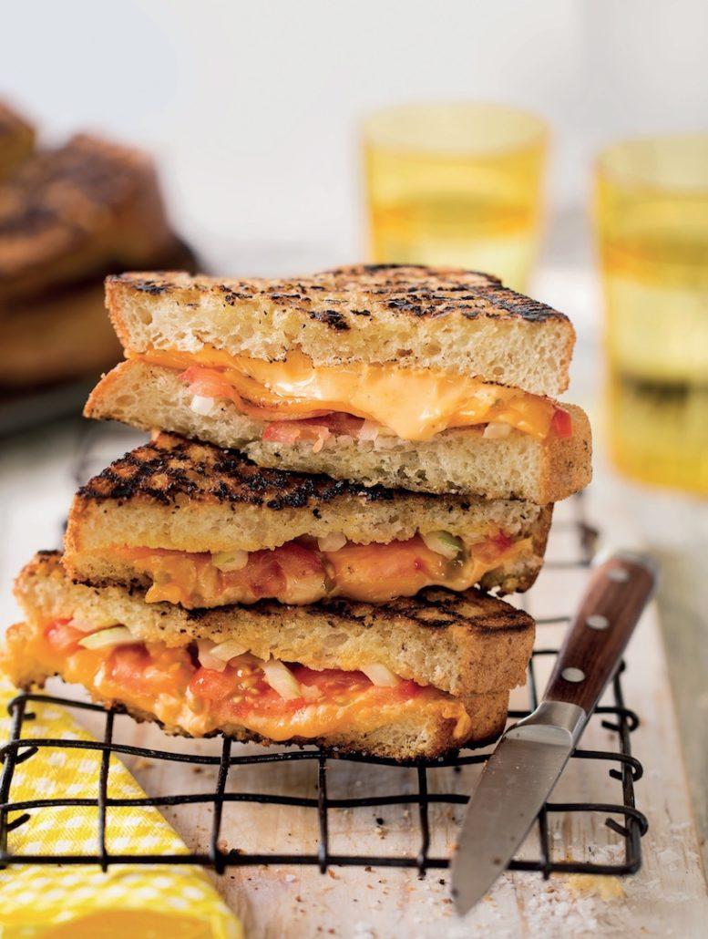 Tomato, onion and cheddar braaibroodjies