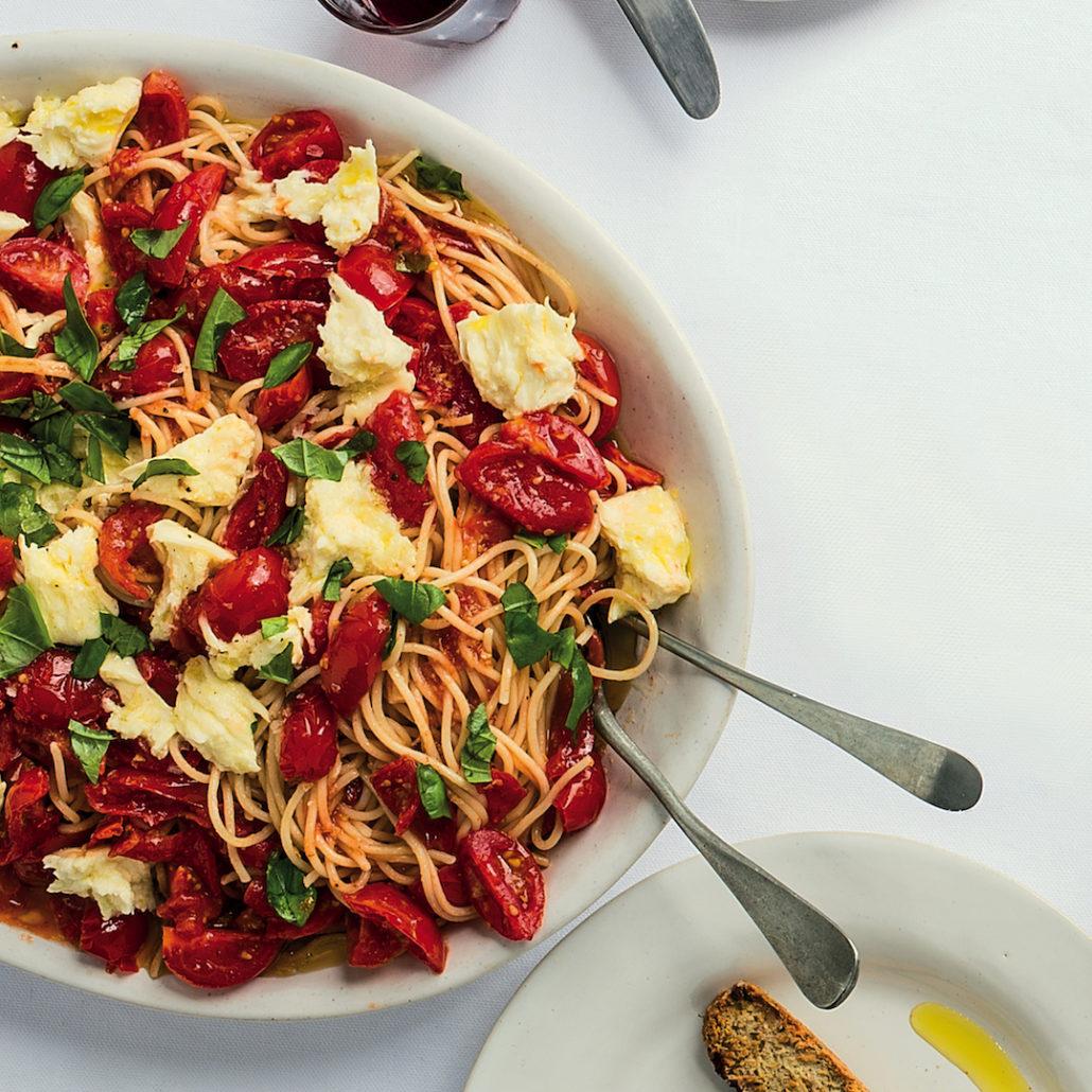 Tomato pasta with torn mozzarella