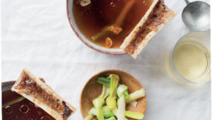 Bone broth with roast leeks