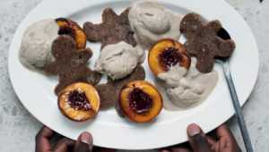 Raw gingerbread men with grilled peaches and oats-cream