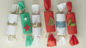 Make your own DIY Christmas crackers this year!