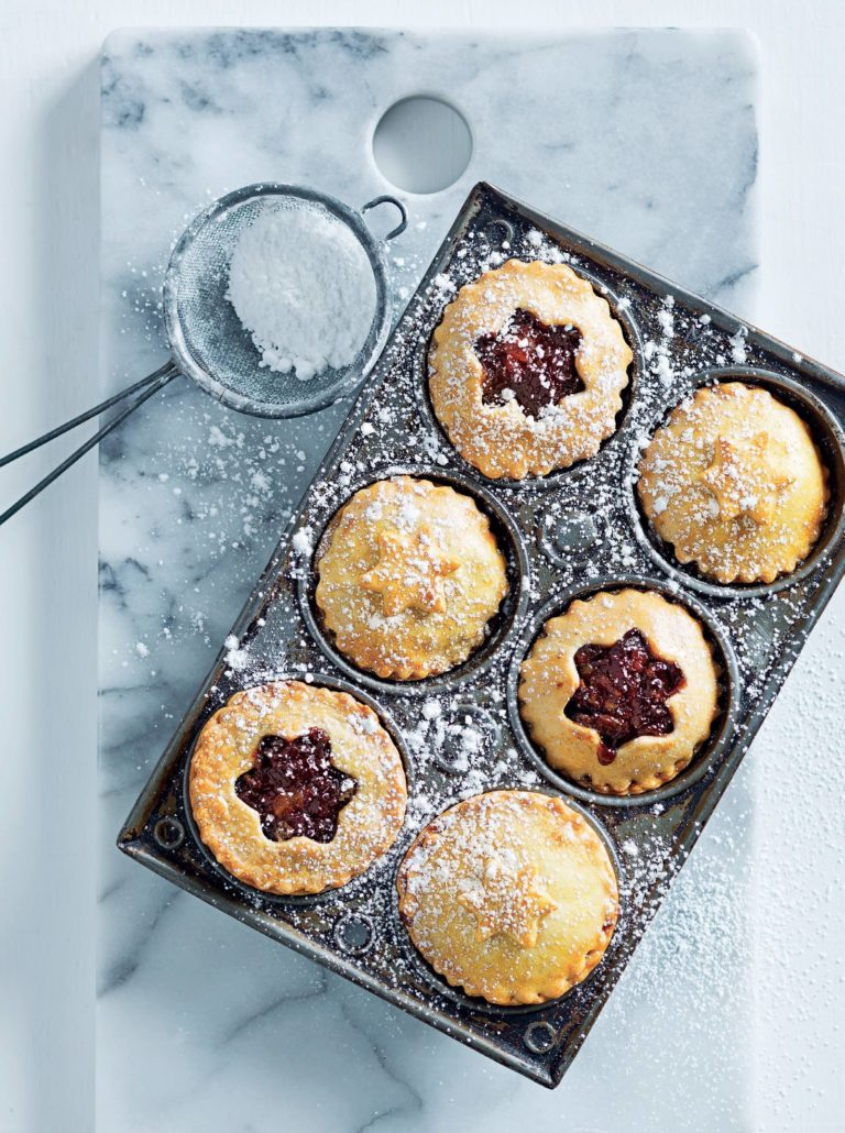 Mince pies with clementine curd