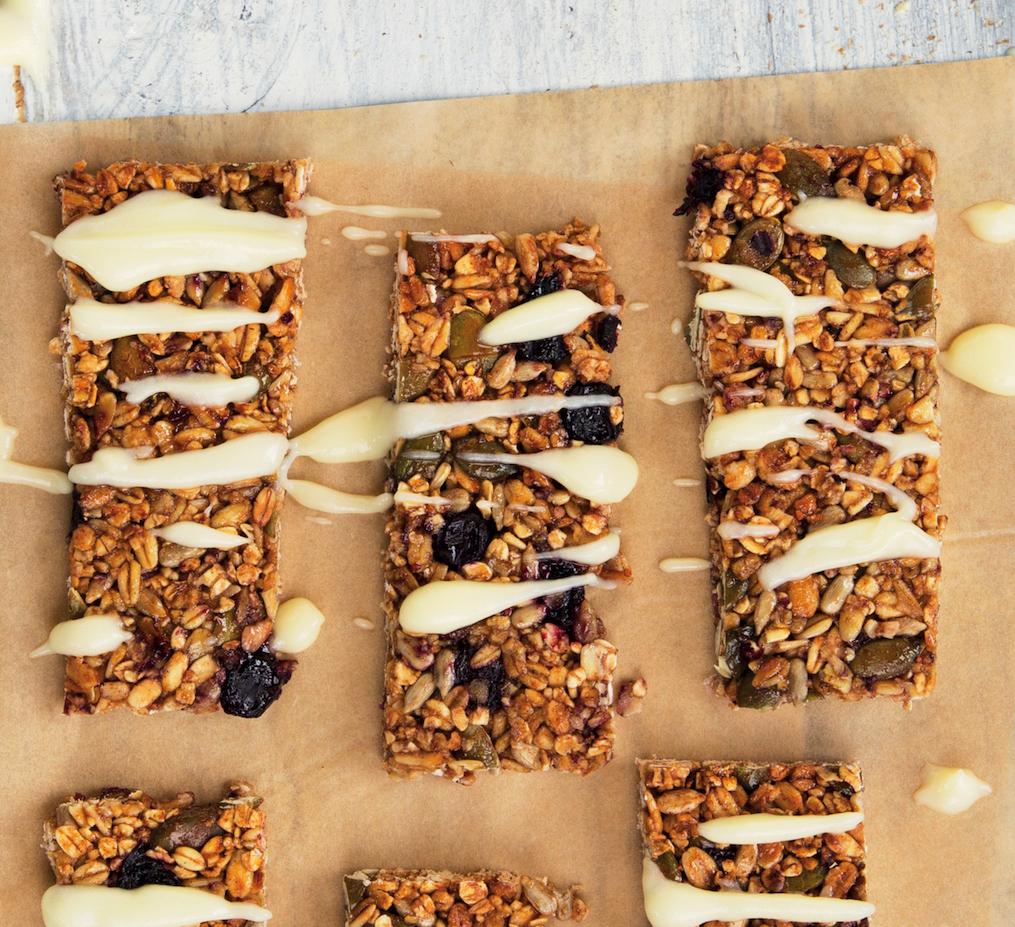 Blueberry, vanilla, cinnamon and yoghurt granola bars