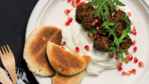 Leftover meatballs in pitas with salted yoghurt