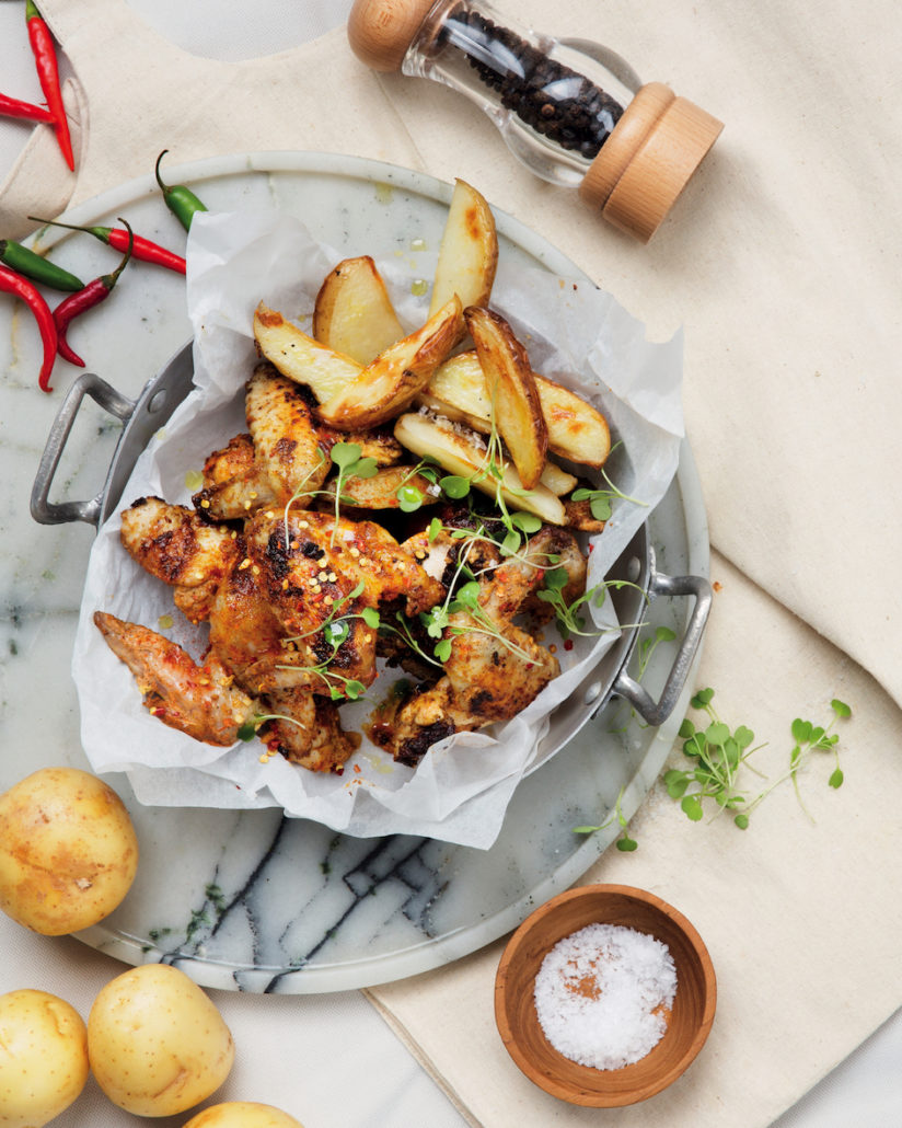 Tikka chicken wings with wedges