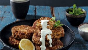 Tuna cakes with lemony dip