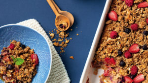 Oat breakfast bake with honey and berries
