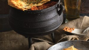 Tamatiesmoor and chicken potjie pie