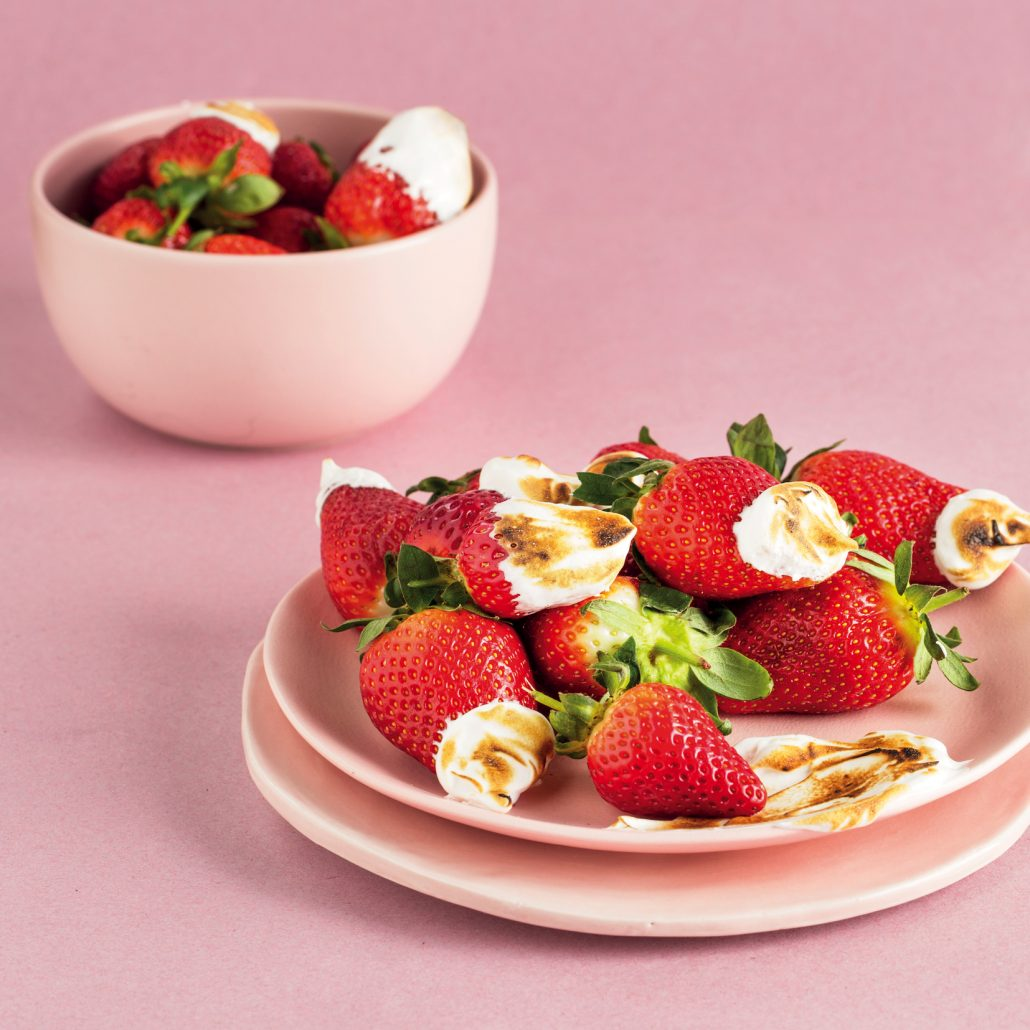 Roasted meringue strawberries